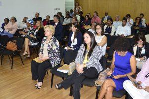 . Representantes de instituciones públicas y de la sociedad civil participantes en el taller.