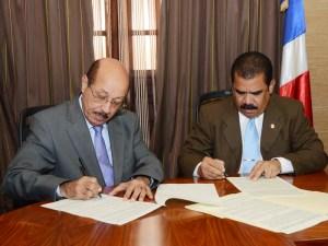 El Ministro de Economía, Temístocles Montás y el Senador Adriano Sánchez Roa