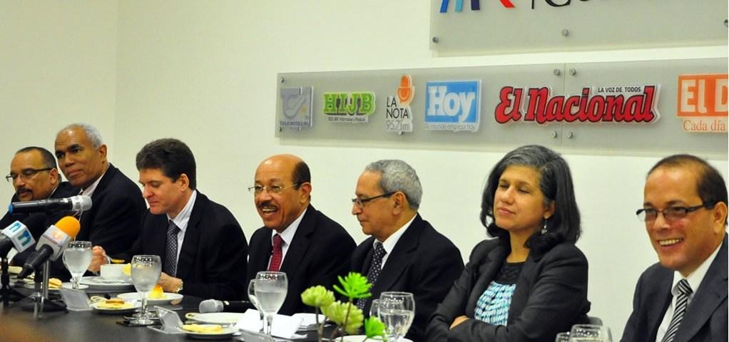 Jeffrey Lizardo, Juan Monegro, José Alfredo Corripio, Temístocles Montás, Nelson Marrero, Magdalena Lizardo y Miguel Hernández