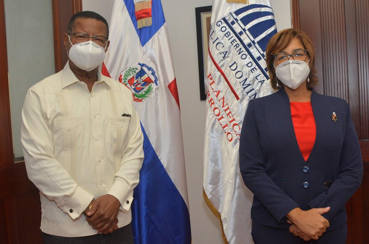 Juan Durán, embajador de la Republica Dominicana en Holanda, y Olaya Dotel, viceministra de Cooperación Internacional del ministerio de Economía, Planificación y Desarrollo.