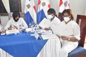Ministro de Economía y gobernadoras de las provincias de la zona fronteriza firman documento de alianza