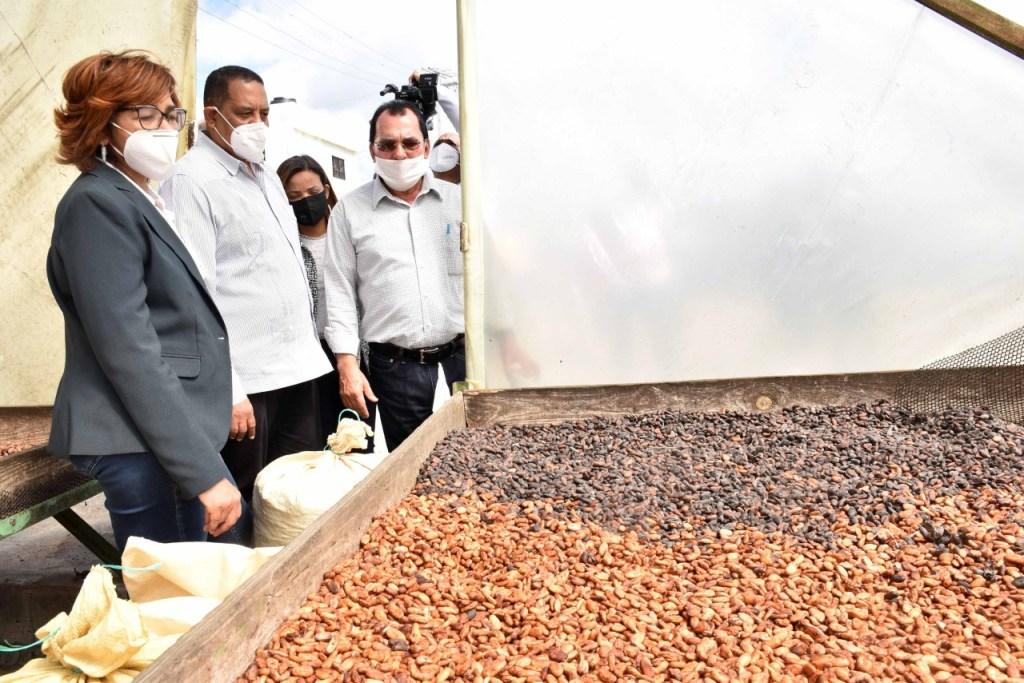 Olaya Dotel, viceministra de Cooperación Internacional y Yamel Valera, viceministro Administrativo y Financiero, encabezan recorrido en la provincia El Seibo.