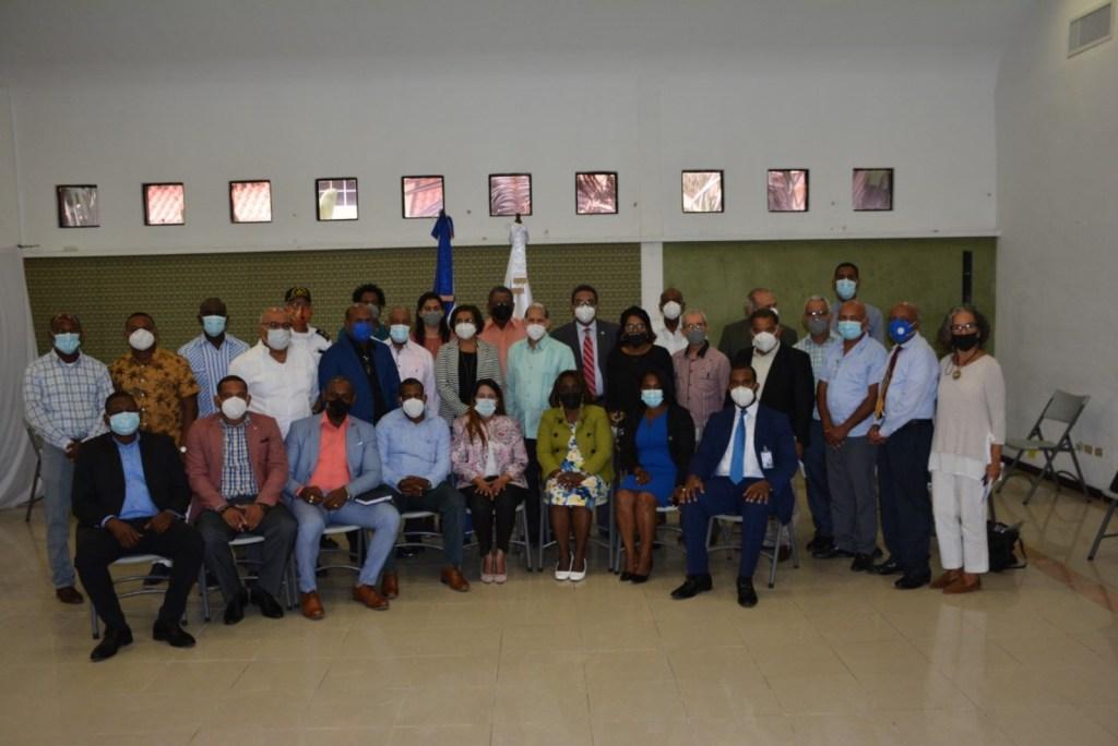Parte de los alcaldes que asistieron al encuentro celebrado en la sede de VIODTR.