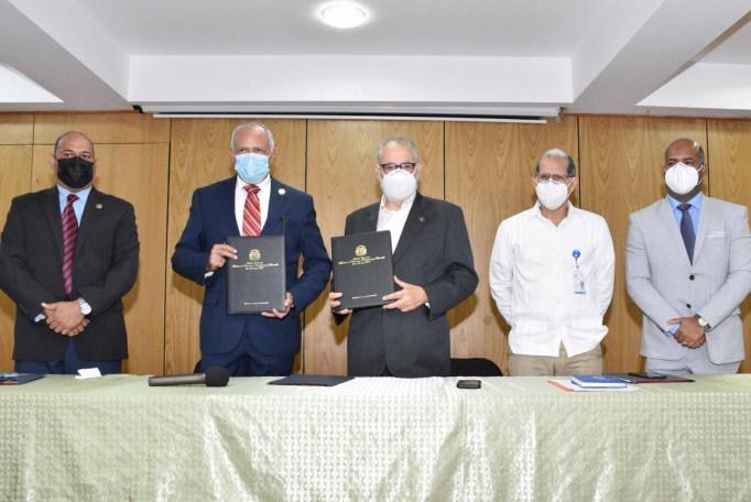 El acto de firma del acuerdo se desarrolló en la sede del Ministerio de Economía, Planificación y Desarrollo, por el ministro Miguel Ceara Hatton, y el presidente de ASODORE, Robert Arias.