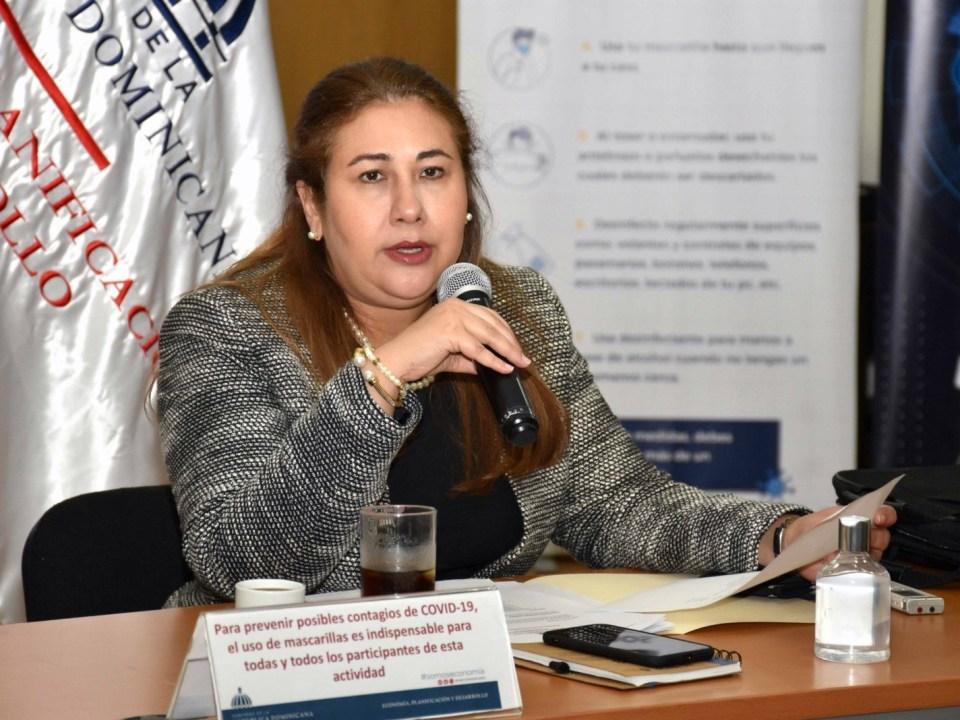 La directora ejecutiva del Centro Nacional de Fomento y Promoción de las ASFL, Vielka Polanco, encabeza el encuentro con los directivos de ministerios y otros organismos sectoriales.