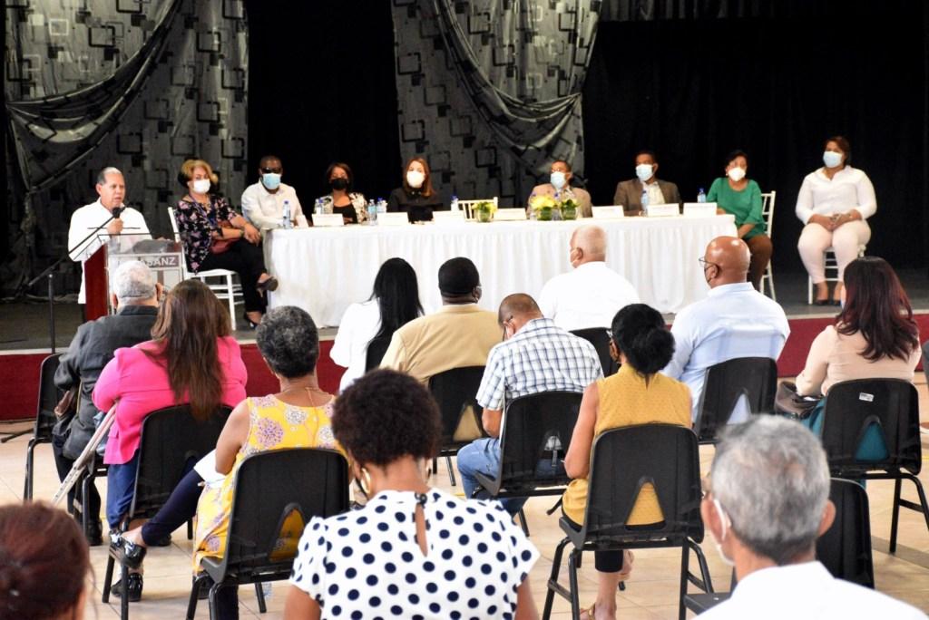 Parte del público a la actividad celebrada en el Liceo Técnico Calasanz de esta ciudad.