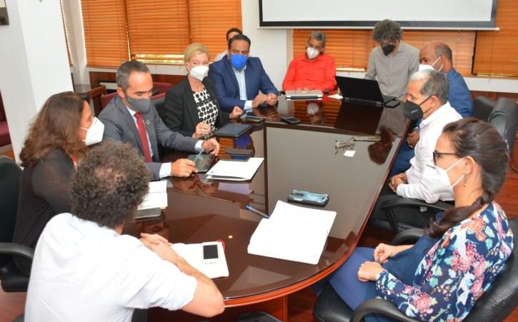 La reunión de trabajo se celebró en la sede del viceministerio de Ordenamiento Territorial y Desarrollo Regional. Trató sobre la asistencia técnica del PNUD en la modernización en la articulación de los planes de desarrollo municipales.