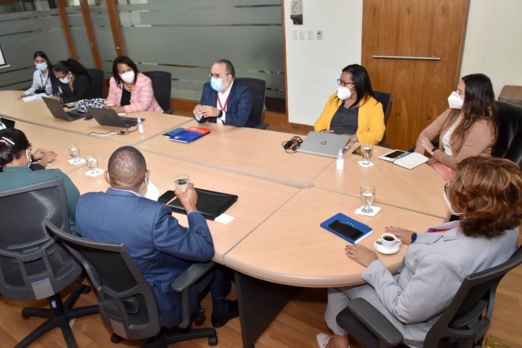 Olaya Dotel, viceministra de Cooperación Internacional, encabeza encuentro con el director del SIUBEN, Jeffrey Lizardo.