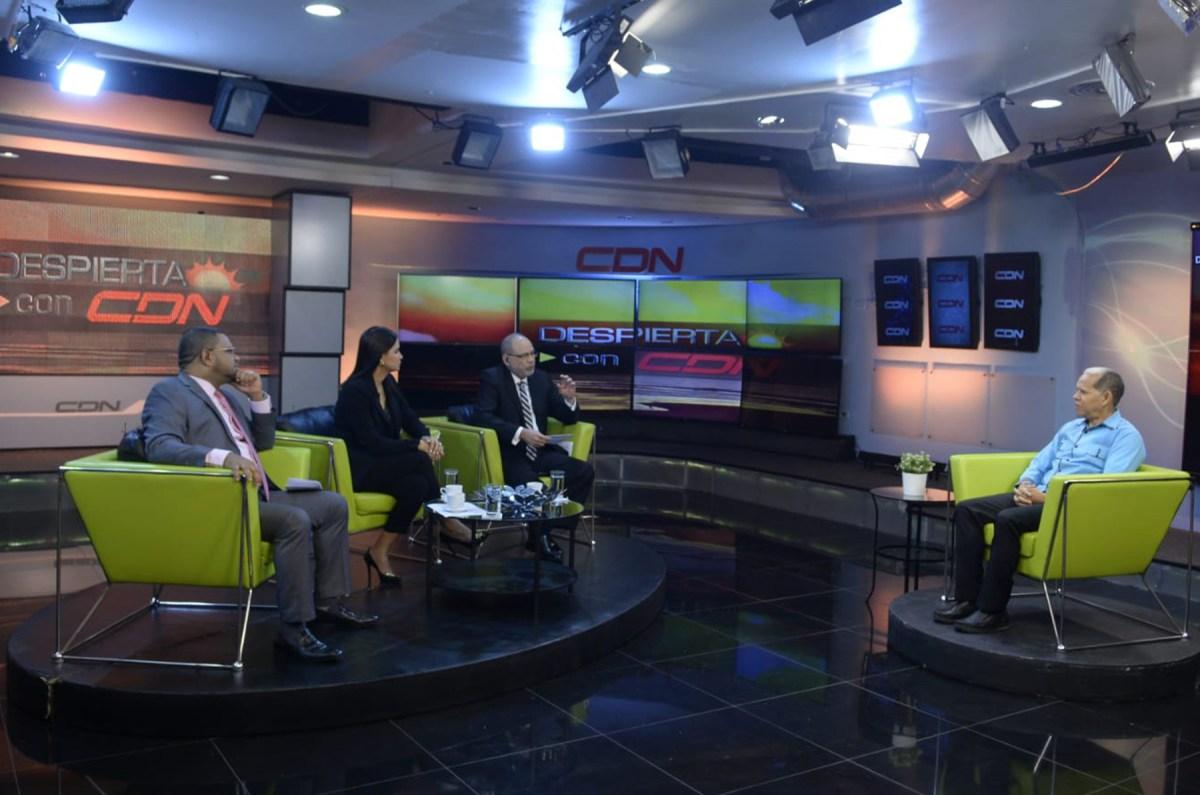 El viceministro Domingo Matías entrevistado por Nelson Rodríguez, Julissa Céspedes y Héctor Marte.