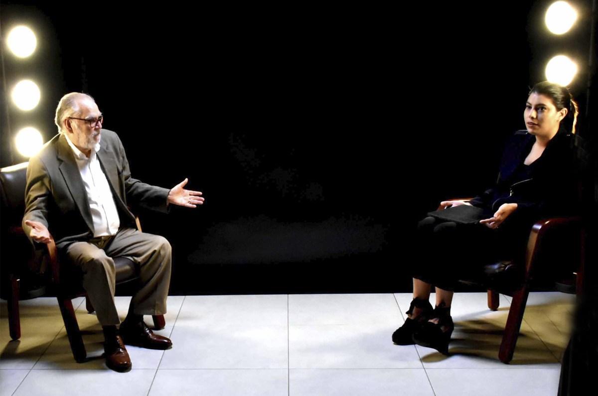 """El ministro de Economía, Planificación y Desarrollo, Miguel Ceara Hatton, entrevistado por Carolina Santana en el programa """"La Gran Pregunta""""."""