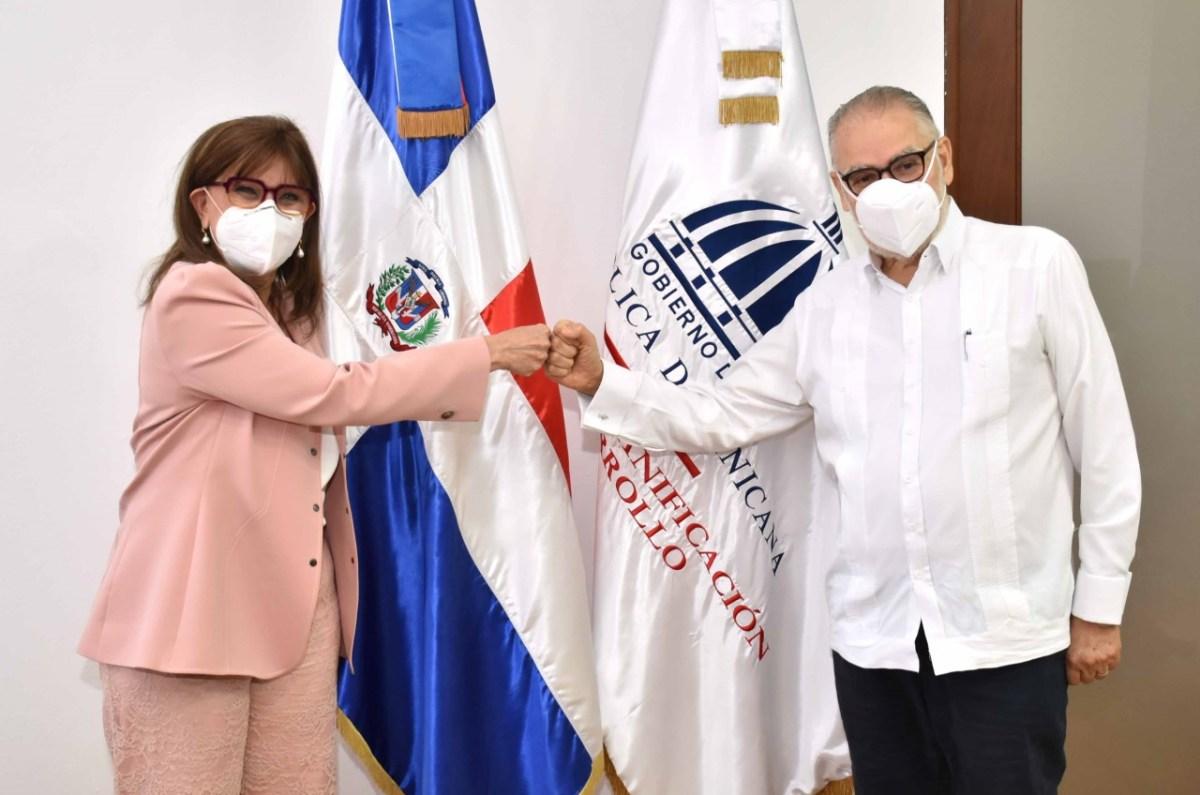 Miguel Ceara Hatton, ministro de Economía, Planificación y Desarrollo y Rebeca Grysnpan, Secretaria General Iberoamericana