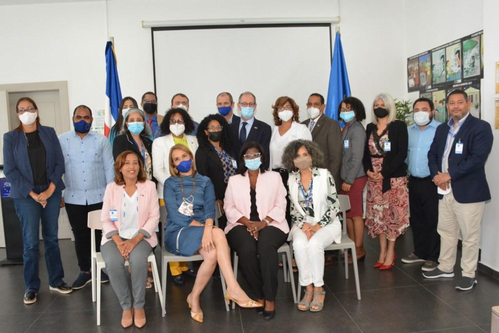 Foto de familia de los asistentes al Primer Comité de Pilotaje del Programa Facilidad de Cooperación Técnica (TCFII) entre el Ministerio de Economía y la Unión Europea.