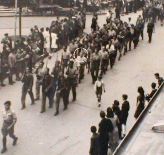 Dans le cercle blanc, Jaime OLIVES défile lors de la libération d'Agen