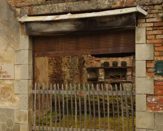 Les rues d'Oradour témoignent du massacre systématique et programmé de toute une population
