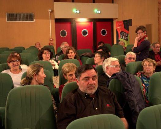 Le public participe au débat