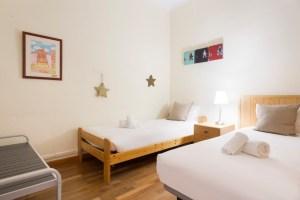 Two single beds room - Habitación con dos camas individuales