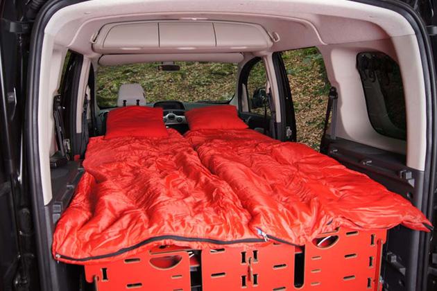 Módulo-de-acampamento-para-carros-inspirado-em-canivete-suíço-Ideagrid-_05