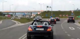 Mercedes bloqueia a passagem de uma ambulância