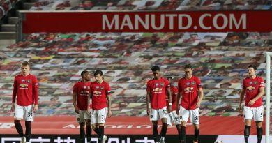 United não aproveita tropeços de rivais e segue na quinta colocação da Premier League