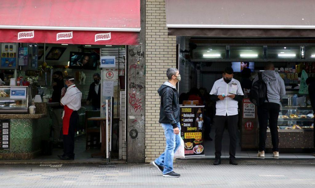 Comércio reabre em fase de transição em São Paulo