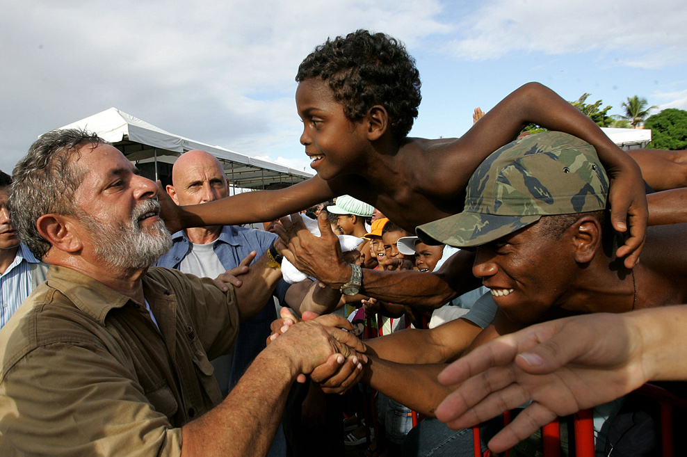 Resultado de imagem para criança pobres brasileiras