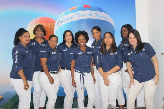 Staff de ejecutivas de Colonial Tour and Travel.