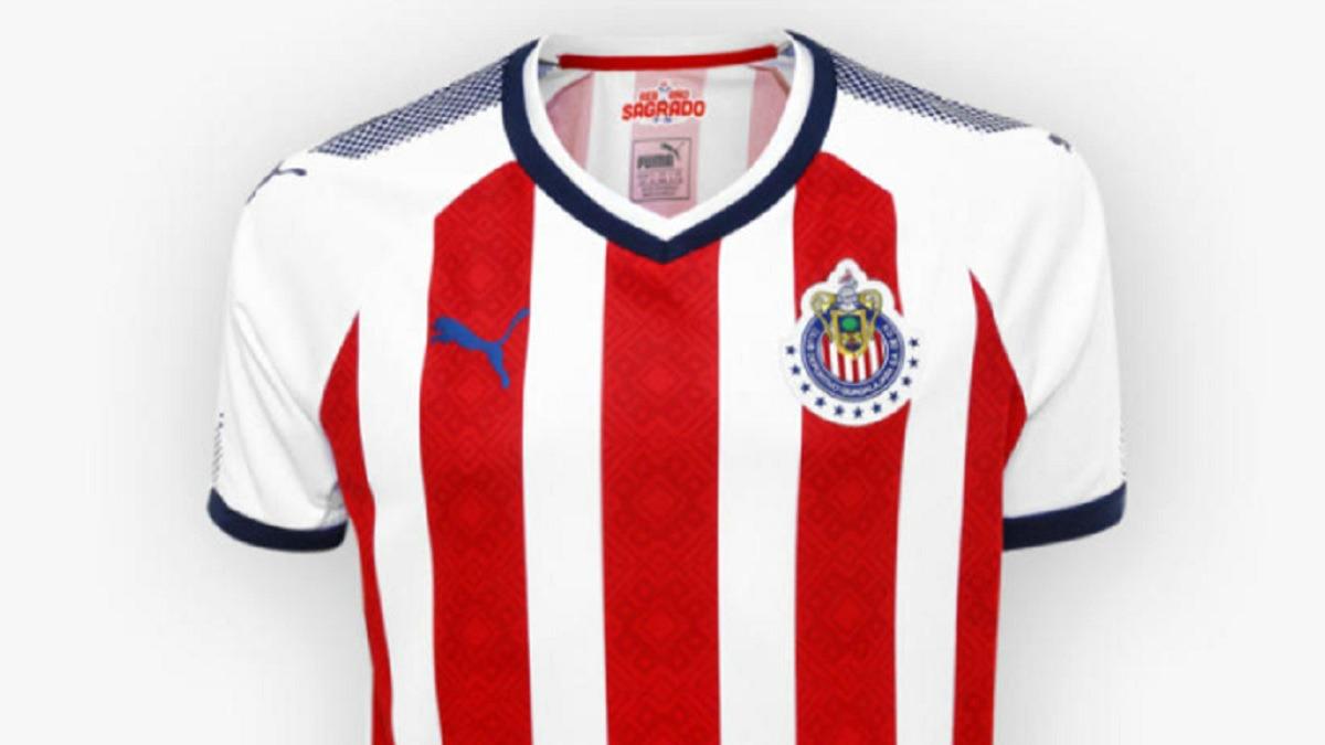Chivas estrena uniforme casi sin publicidad