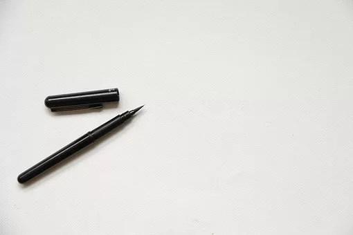 本の商品説明文を書くペン