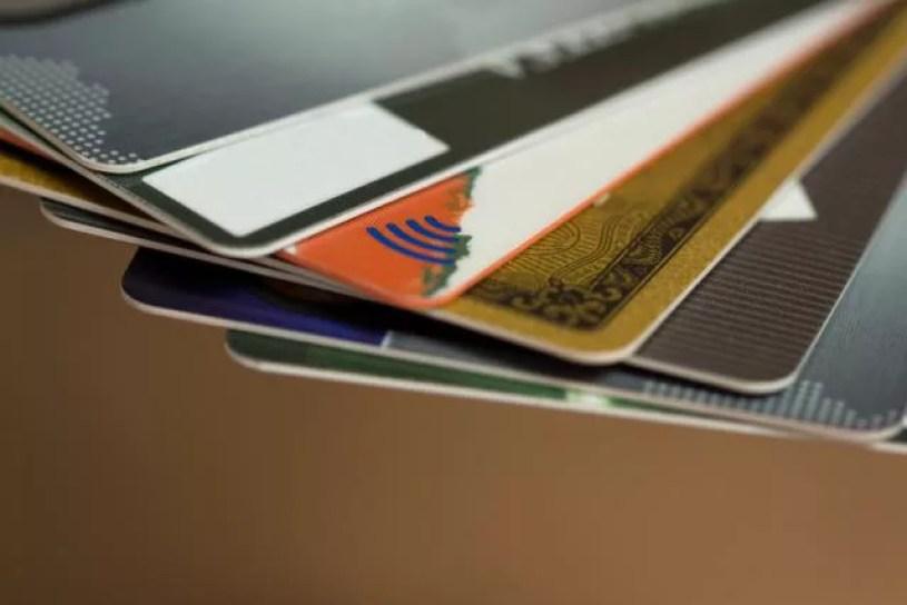メルカリのクレジットカードの名義を旦那や親に