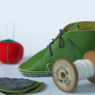 First Baby Shoes: scarpine in Kit fai da te