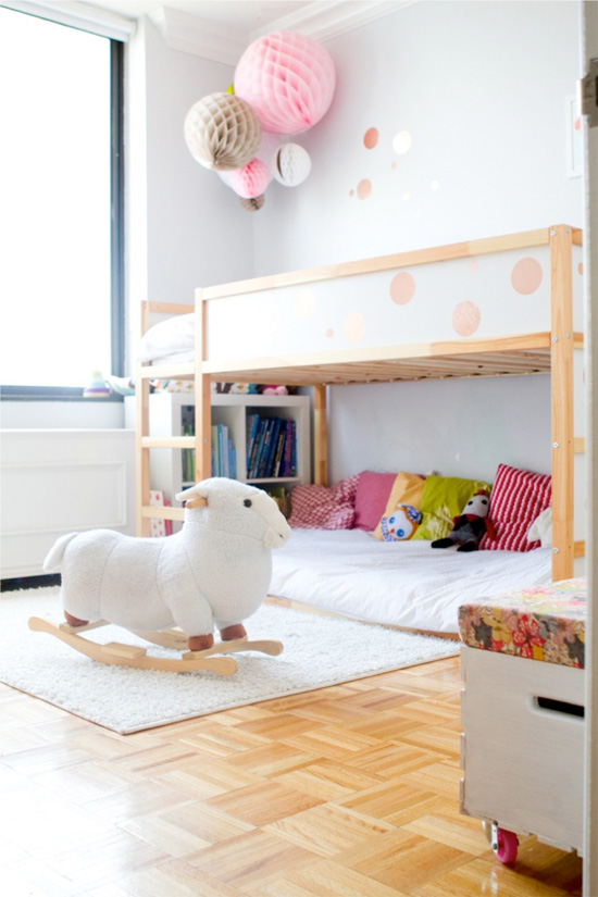 girls-room-ikea-kura-bed