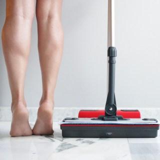 Moppy Polti e i benefici di camminare a piedi scalzi