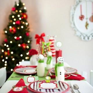 Buone feste e la tavola di natale per i bimbi