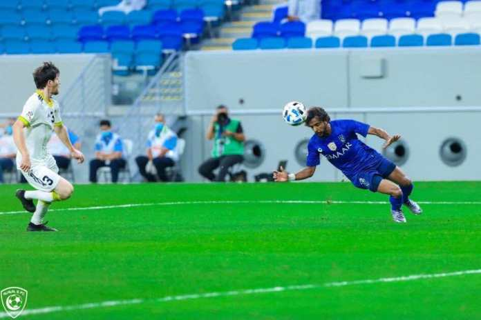 Pictures of the match between Hilal and Pakhtakor - Al-Shahrani pass to Gomez inside the penalty area