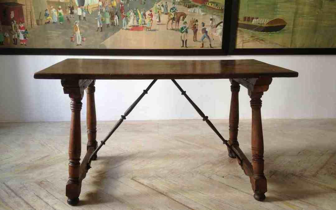 Mesa en nogal Toledana. Siglo XVII