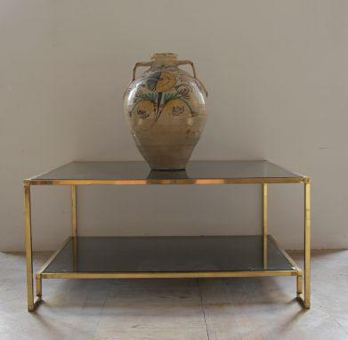 Mesa cuadrangular de latón
