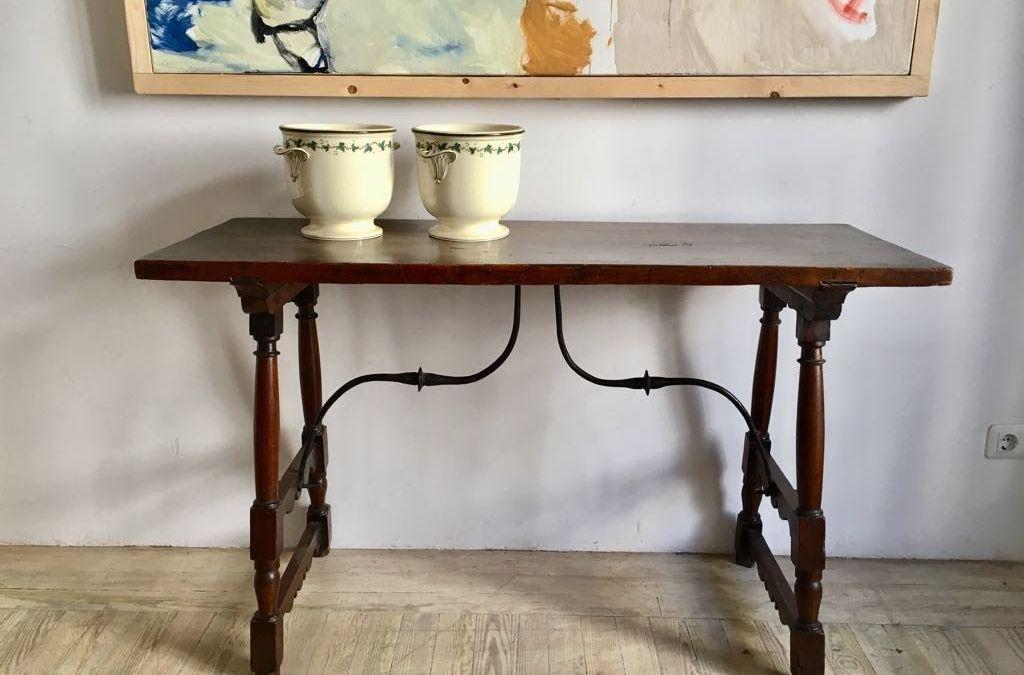 Mesa en madera de nogal, s. XVII