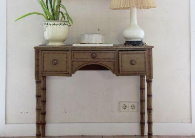 Mesa tocador en madera pintada