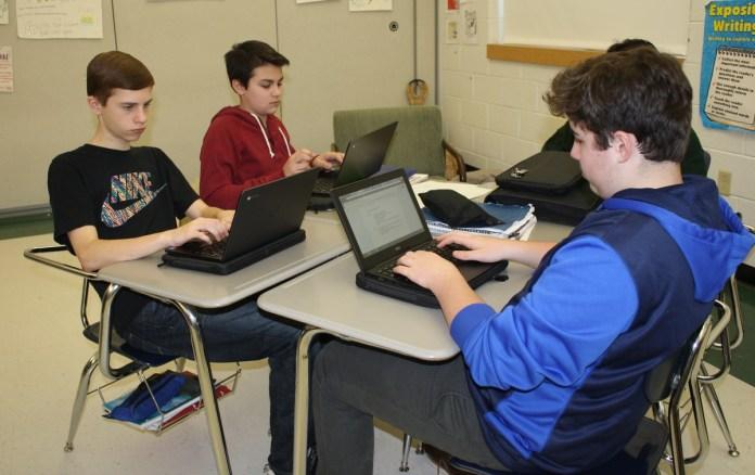 Timberlane 8th Grade Laptop Pilot a Success, Says HVRSD