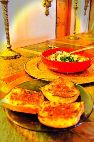 Gazpacho accompanied by garlic bread with Aleppo pepper