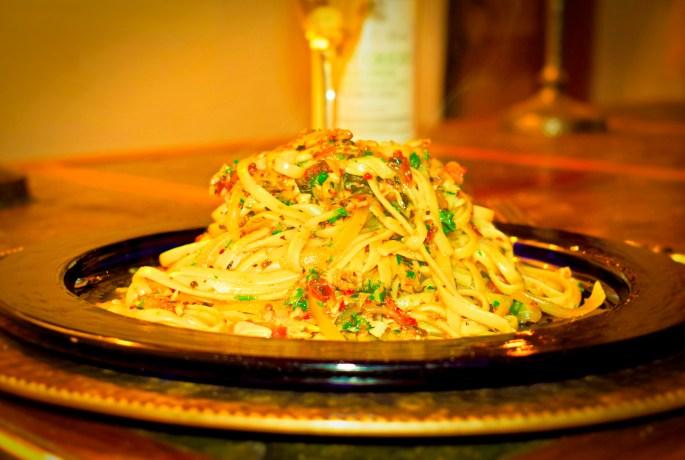 Linguine with clam sauce ~ accompanied by a delightfully lemony Venetian pinot grigio