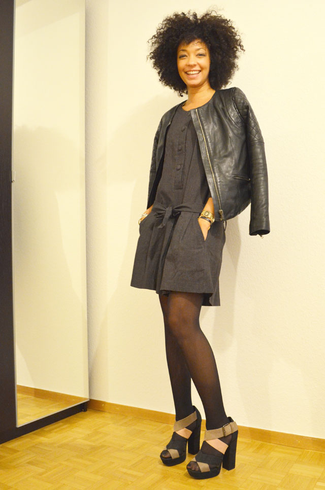 mercredie-blog-mode-look-outfit-style-h&m-sandales-compensees-robe-grise-pineapple-galeries-lafayette-6