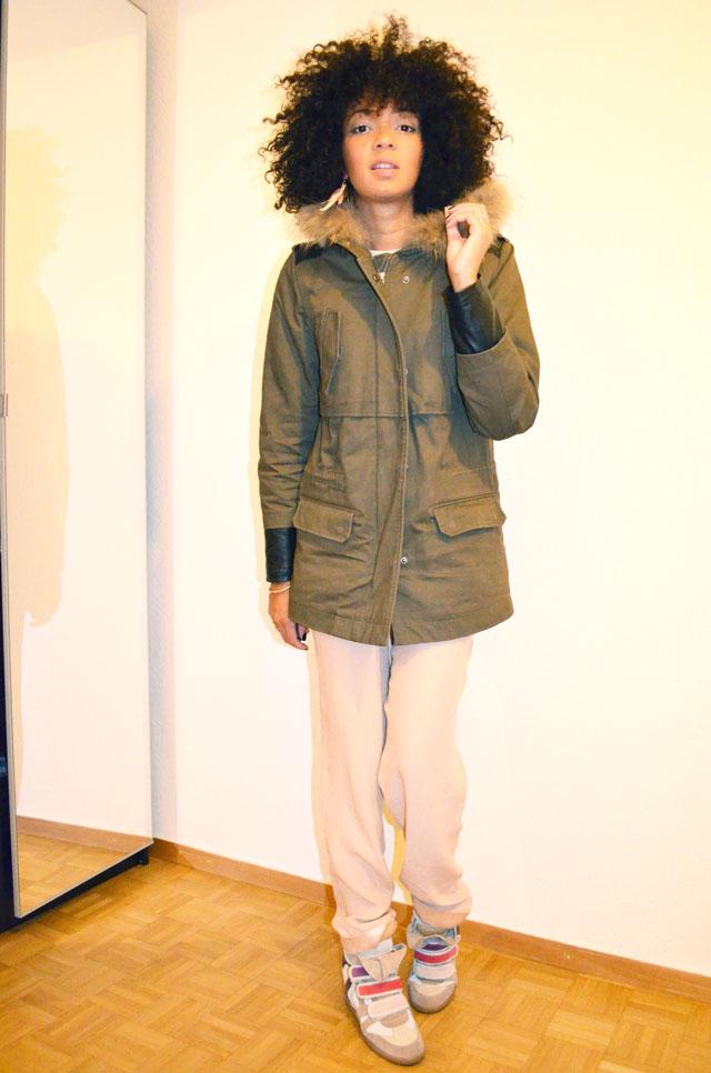 mercredie-blog-mode-afro-hair-natural-cheveux-nappy-style-look-pantalon-ample-mango-t-shirt-clous-studded-blouson-cuir-bel-air-sneakers-isabel-marant-bois-de-rose-parka-maje-hariboz-kaki-fourrure
