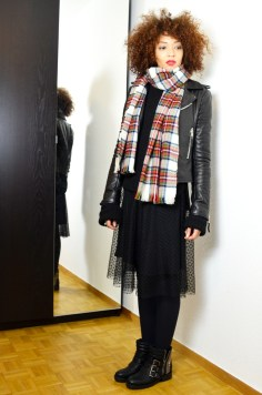 mercredie-blog-mode-geneve-fashion-blogger-zara-2013-plumetis-skirt-jupe-balenciaga-biker-jacket-black-echarpe-hm-tartan-afro-hair-nappy-curls-curly1
