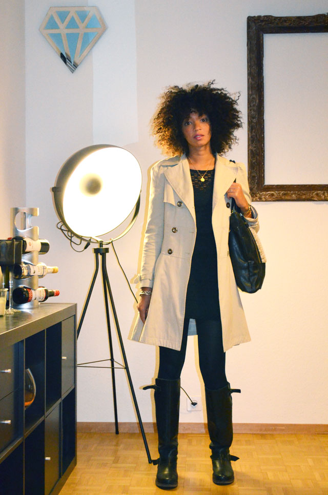 mercredie-blog-mode-outfit-look-style-look-robe-noire-dentelle-atmosphere-primark-bottes-zip-asos-trench-corset-sac-topshop-fourrure-cheveux-naturels-nappy-hair-afro-boucles