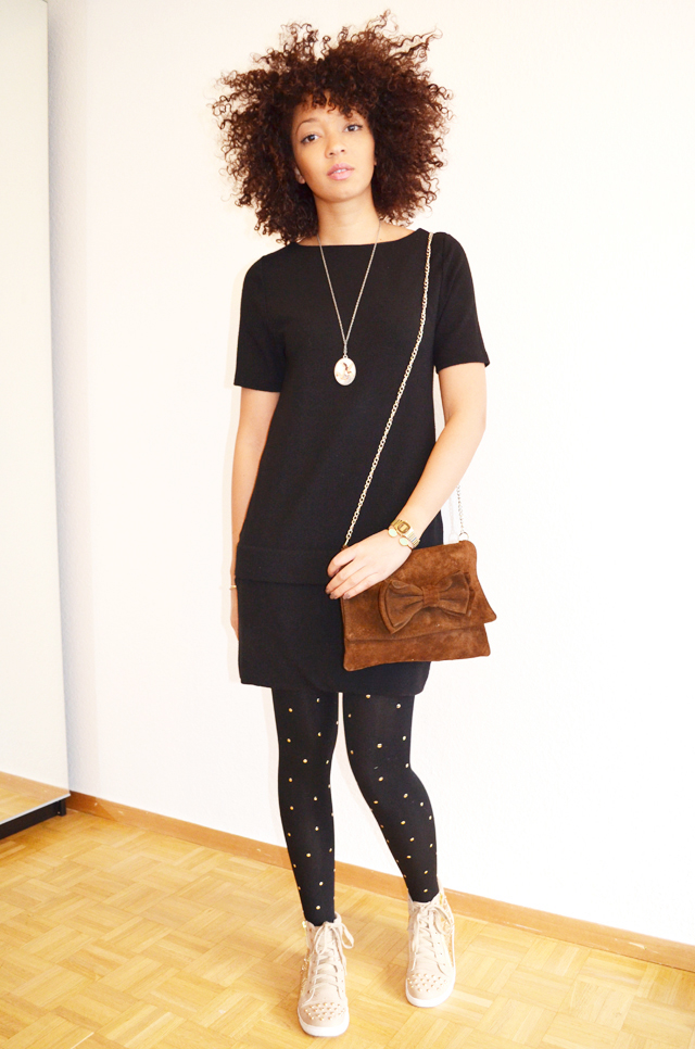mercredie-blog-mode-beaute-geneve-collants-clous-cloutes-studded-tights-sneakers-sequins-beige-afro-hair-nappy-cheveux-frises-2