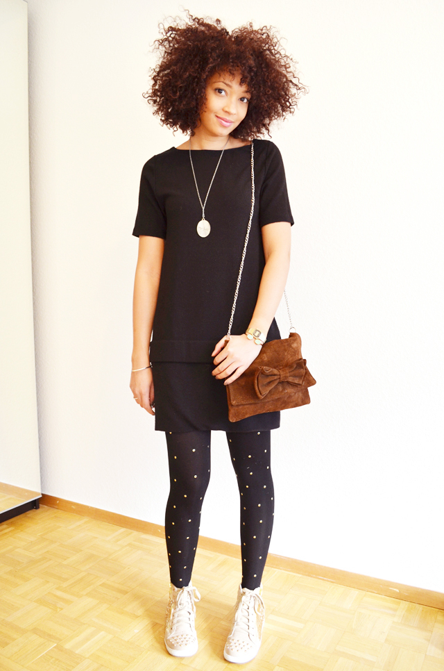 mercredie-blog-mode-beaute-geneve-collants-clous-cloutes-studded-tights-sneakers-sequins-beige-afro-hair-nappy-cheveux-frises-4