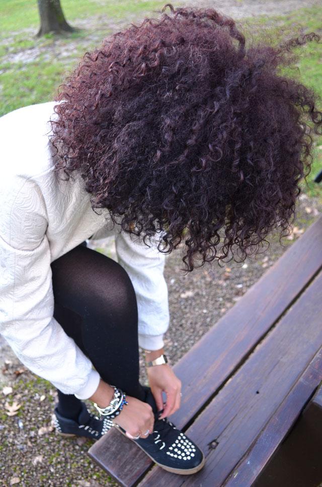 mercredie-blog-mode-forezan-cognin-chambery-savoie-vila-ersatz-sandro-sneakers-Albatorock-lacets-bracelet-perles-noires-croix