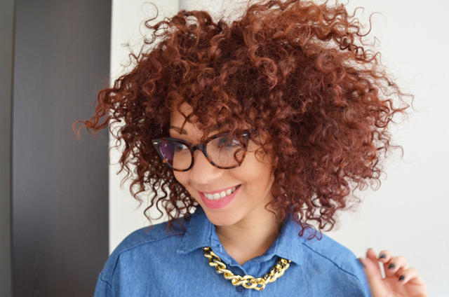 mercredie-blog-mode-chemise-denim-jean-collier-or-bling-stylenanda-coeur-dos-afro-cheveux-hair-natural-nappy-rayban-cat-eye-cateye-5226-olia-cherry-red-rouge-cerise2