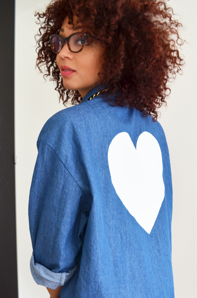 mercredie-blog-mode-chemise-denim-jean-collier-or-bling-stylenanda-coeur-dos-afro-cheveux-hair-natural-nappy-rayban-cat-eye-cateye-5226